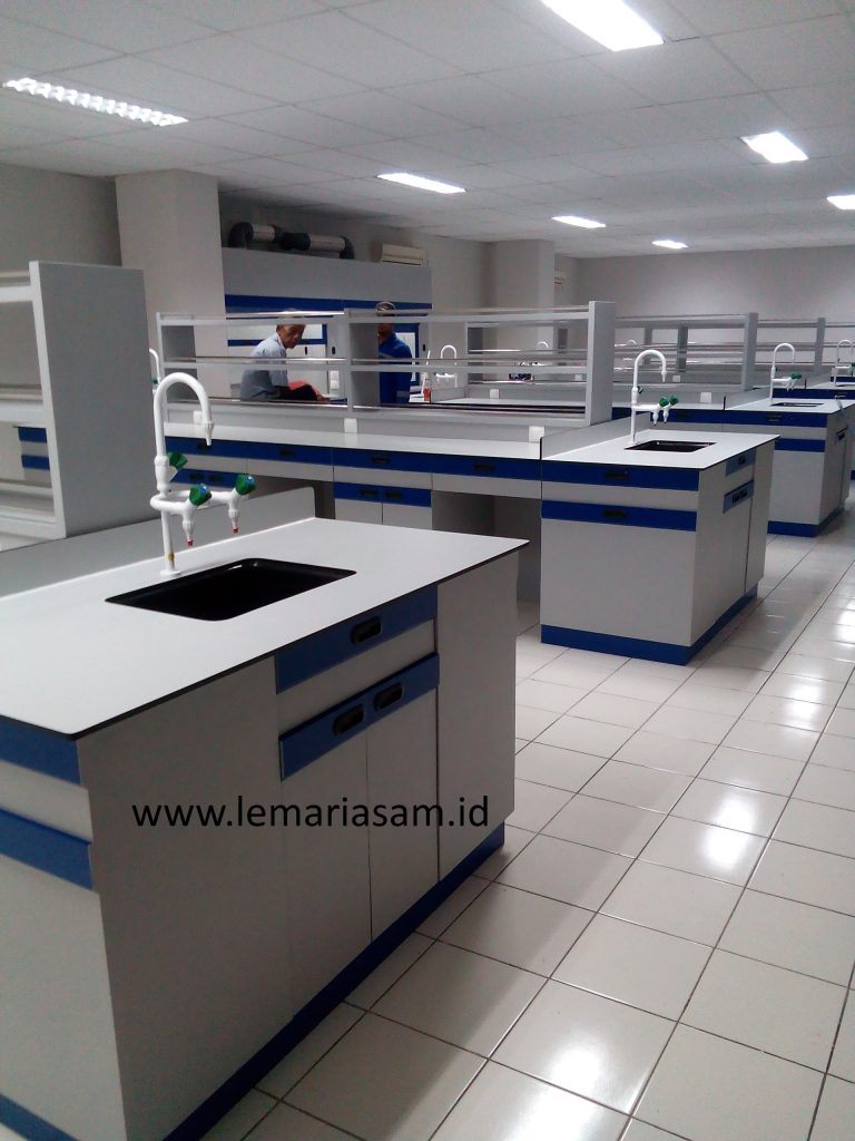meja lab kimia